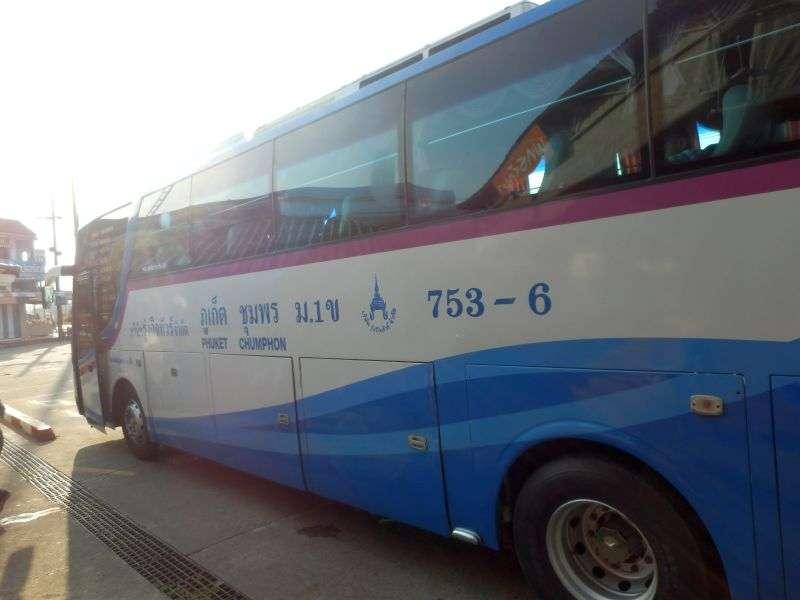 der klimatisierte Reisebus